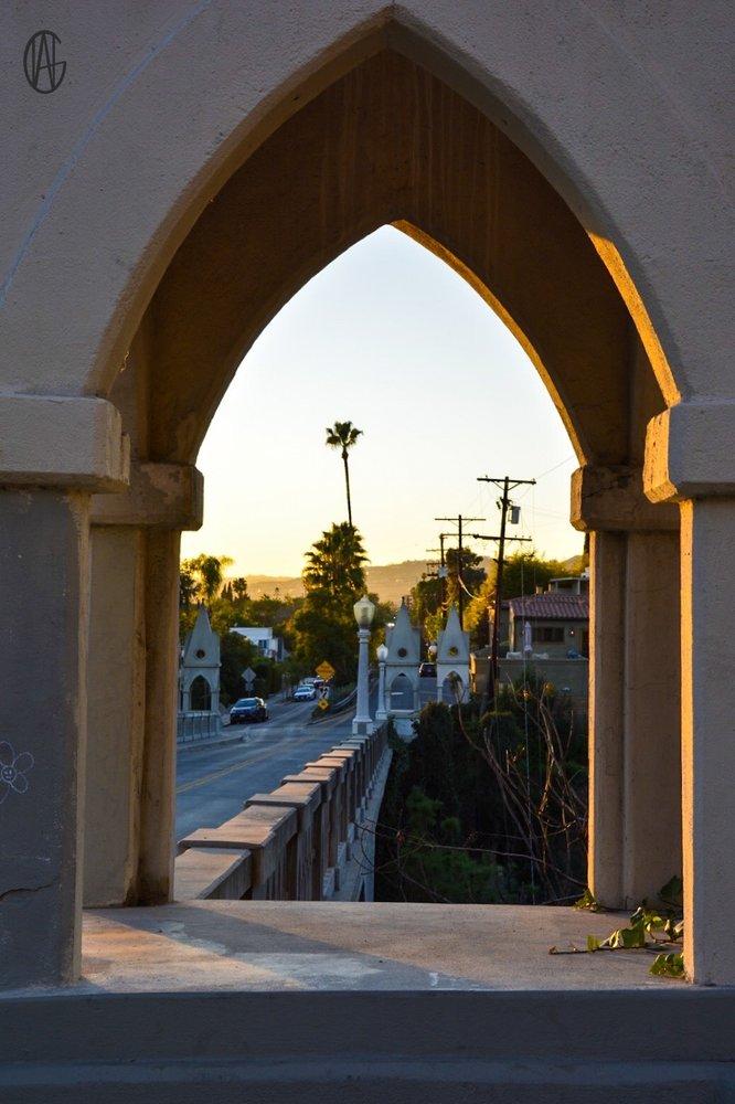 Shakespeare Bridge: Franklin Ave & St George St, Los Angeles, CA