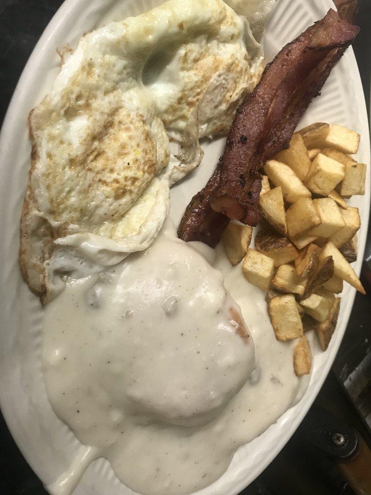 MeMe's Diner: 1119 W State St, Bristol, VA