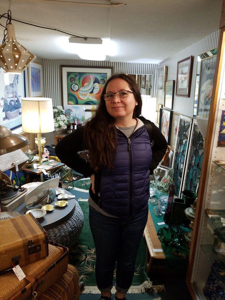 Aurora Antiques: 21581 Main St NE, Aurora, OR