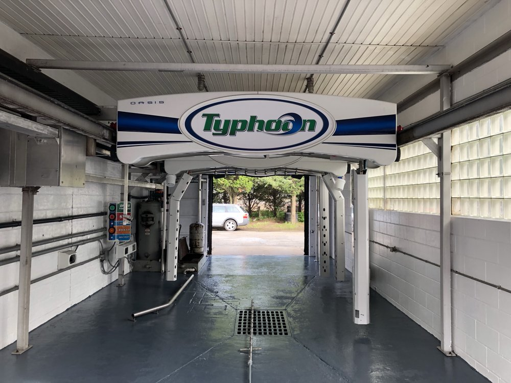 V&V Auto Service and Victor's Car Wash: 541 Montauk Hwy, Amagansett, NY