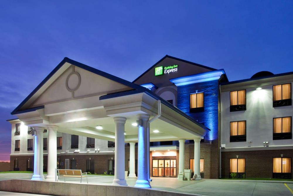 Holiday Inn Express & Suites Mcpherson: 2302 E Kansas Ave, Mcpherson, KS