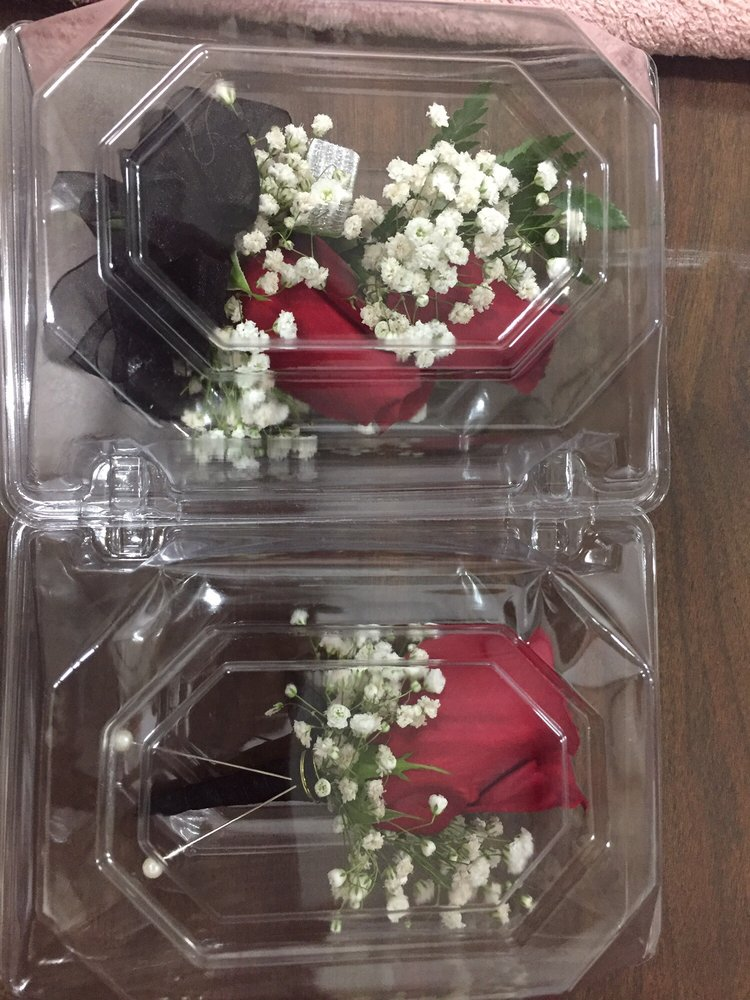 Flowers In the Country: 18 E Merchants Dr, Oswego, IL