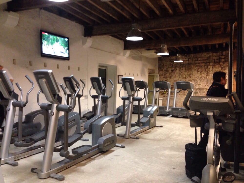 izi fit 18 photos salles de sport 107 rue du jardin chartrons grand parc