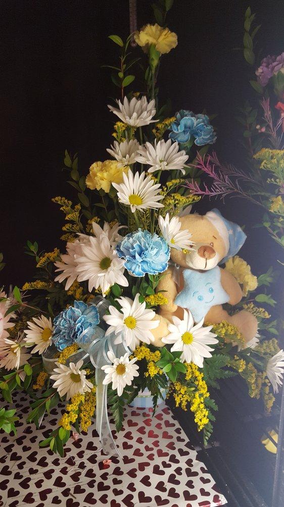 Beas Flowers & Gifts