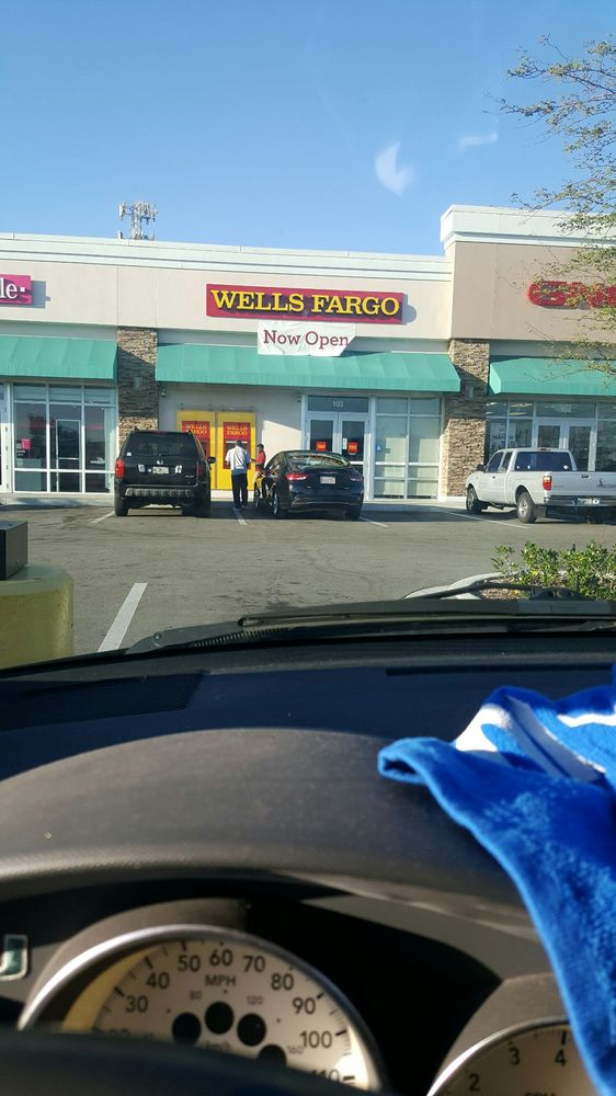 Wells Fargo: 2510 W Broward Blvd, Fort Lauderdale, FL
