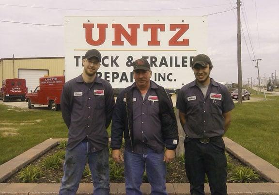 UNTZ Truck & Trailer Repair: 3460 Brennen Dr, Peru, IL