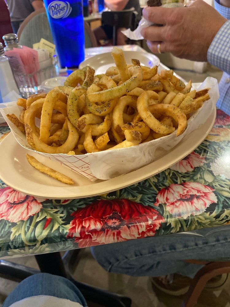 Kismet's Restaurant: 315 Crossgates Blvd, Brandon, MS