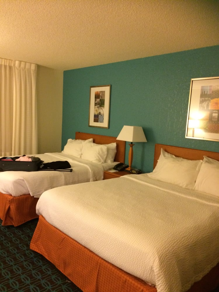 Fairfield Inn and Suites: 150 Arnold Dr, South Hill, VA