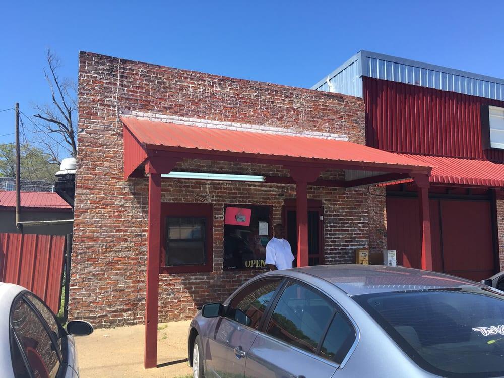 Linda's Cafe: US 51, Vaiden, MS