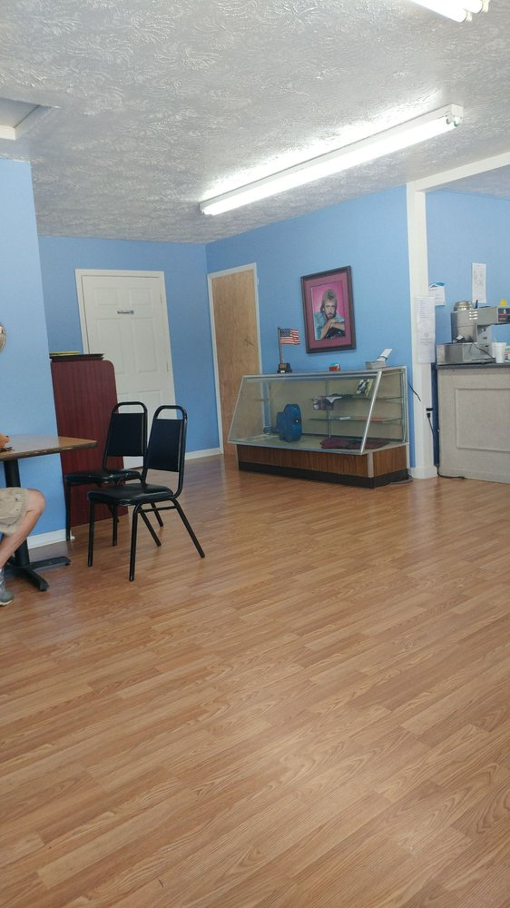 Kentucky Bluebird Cafe: 280 S KY-7, West Liberty, KY
