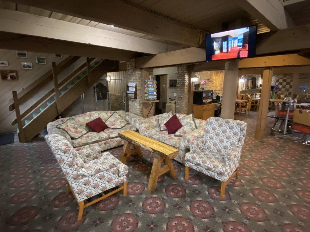 Don Q Inn: 3658 Hwy 23 N, Dodgeville, WI