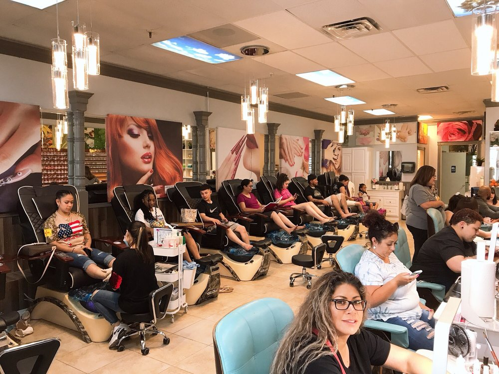 Diamond Nail Spa: 2400 N Grimes St, Hobbs, NM