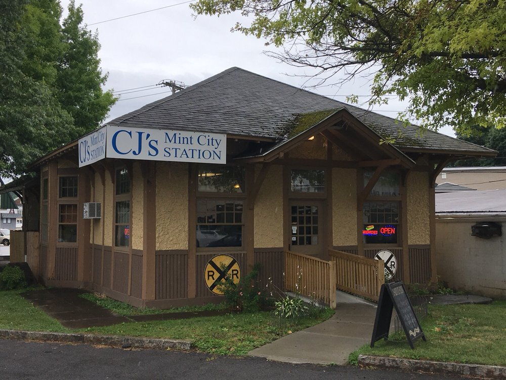 CJ's Mint City Station: 1 Montezuma St, Lyons, NY