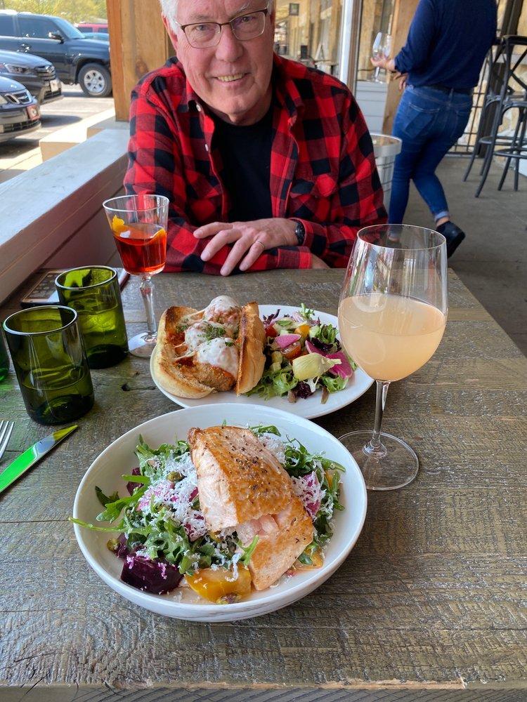 Va Bene Italian Eatery: 8232 Mission Rd, Prairie Village, KS