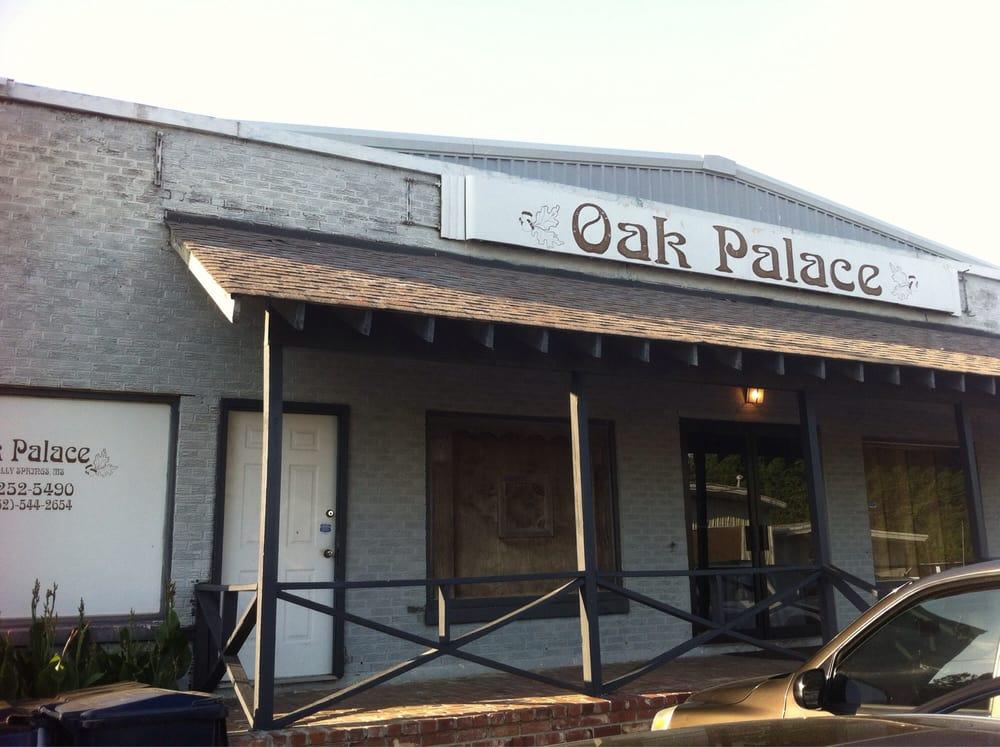 Oak Palace: 580 Stuart St, Holly Springs, MS