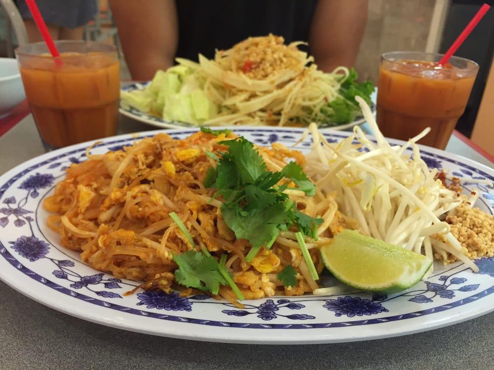 Pad Thai #8 & Green Papaya Salad - Yelp