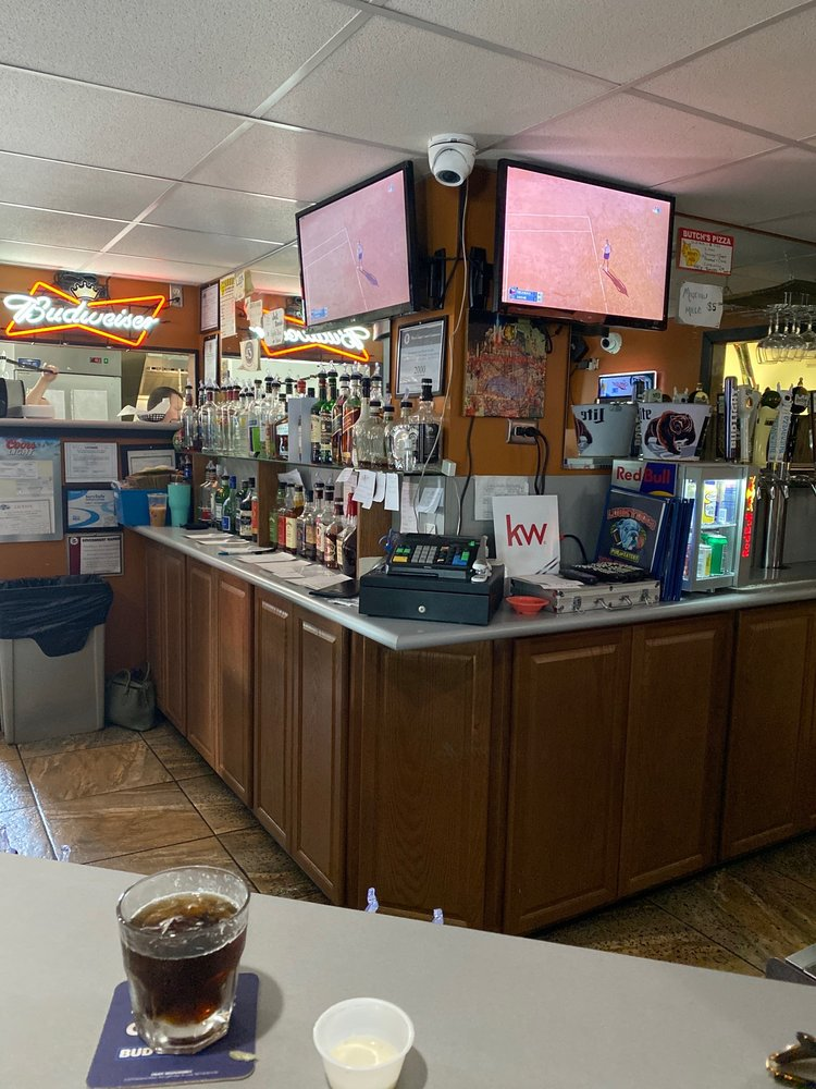 Lucky Dog's Pub & Eatery: 701 N 4th St, Chillicothe, IL