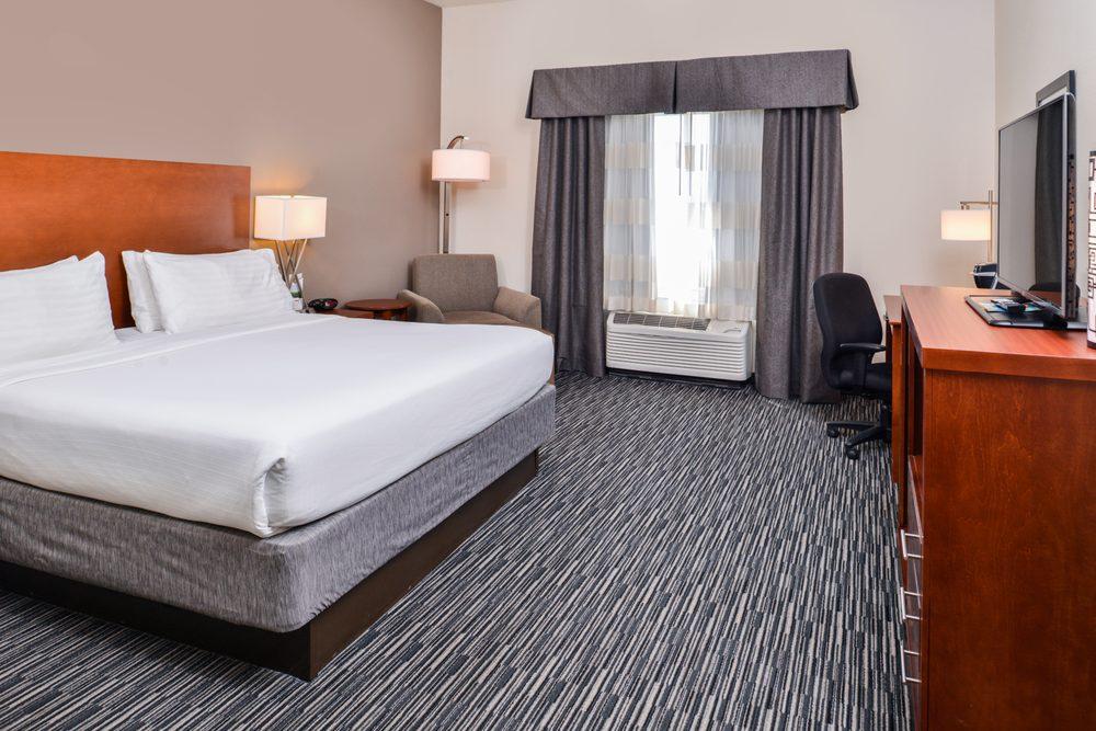 Holiday Inn Express & Suites York: 4020 Grand Ave, York, NE