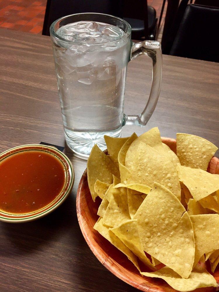 Pupuseria & Restaurant Crystal: 1719 East Ave, Worthington, MN