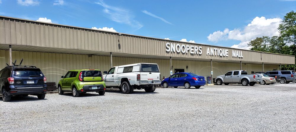 Snoopers: 2114 E Lee Hwy, Wytheville, VA