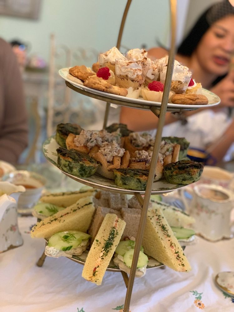 The Tilted Teacup Tea Room and Boutique: 410 E Liberty St, Brooksville, FL