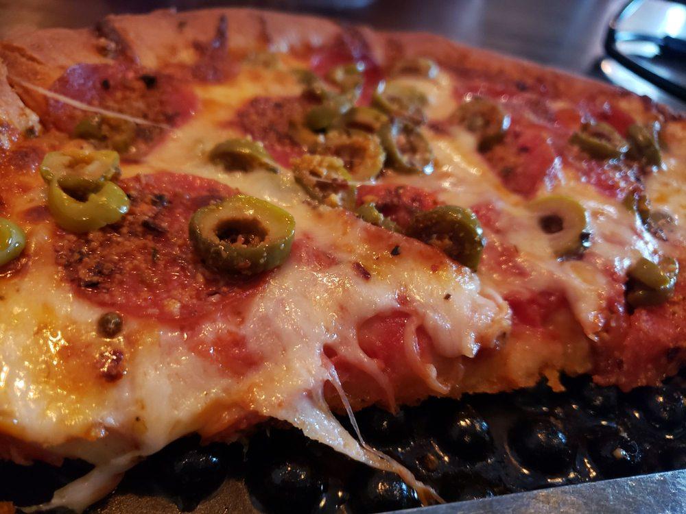 Lorenzo's Pizzeria: 52 S Main St, Oberlin, OH