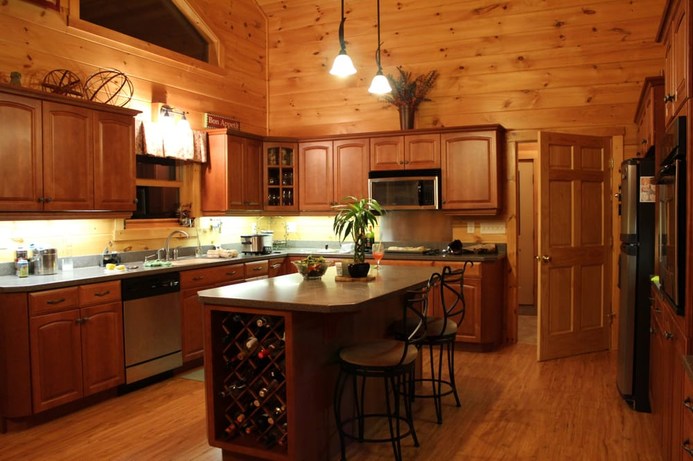 Tranquility Lodge: 87 Mountain Dr, Lowell, VT