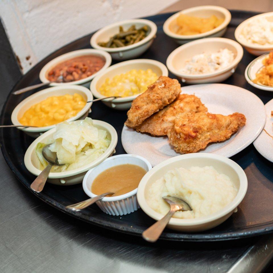 Shirley's Home Cooking: 3266 Hwy 321, Hampton, TN