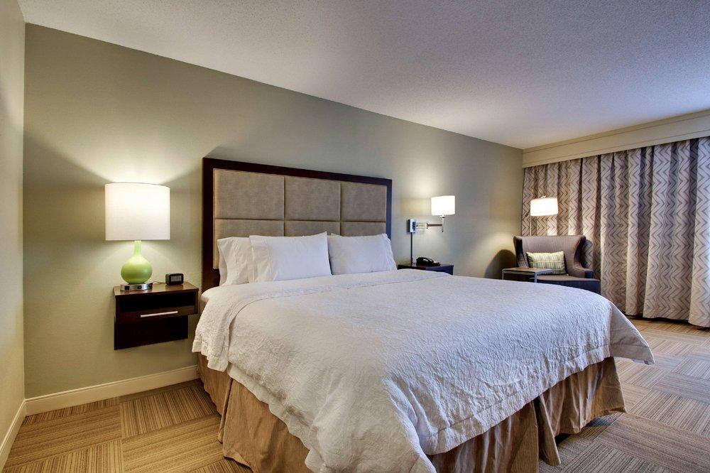 Hampton Inn Warner Robins: 4000 Watson Blvd, Warner Robins, GA