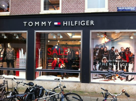 Tommy hilfiger clothing store