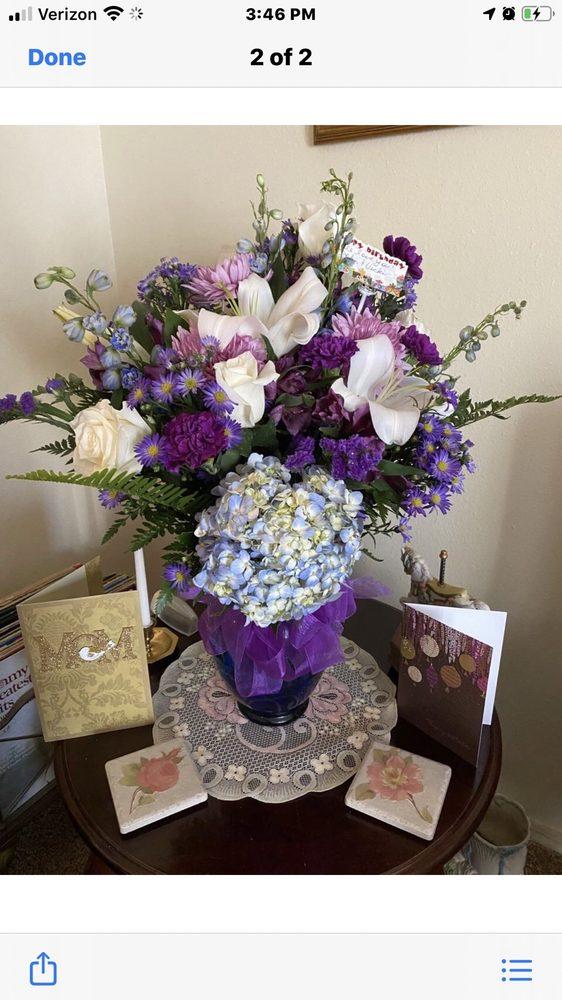 Family Florist 3: 804 S Maple St, Siloam Springs, AR