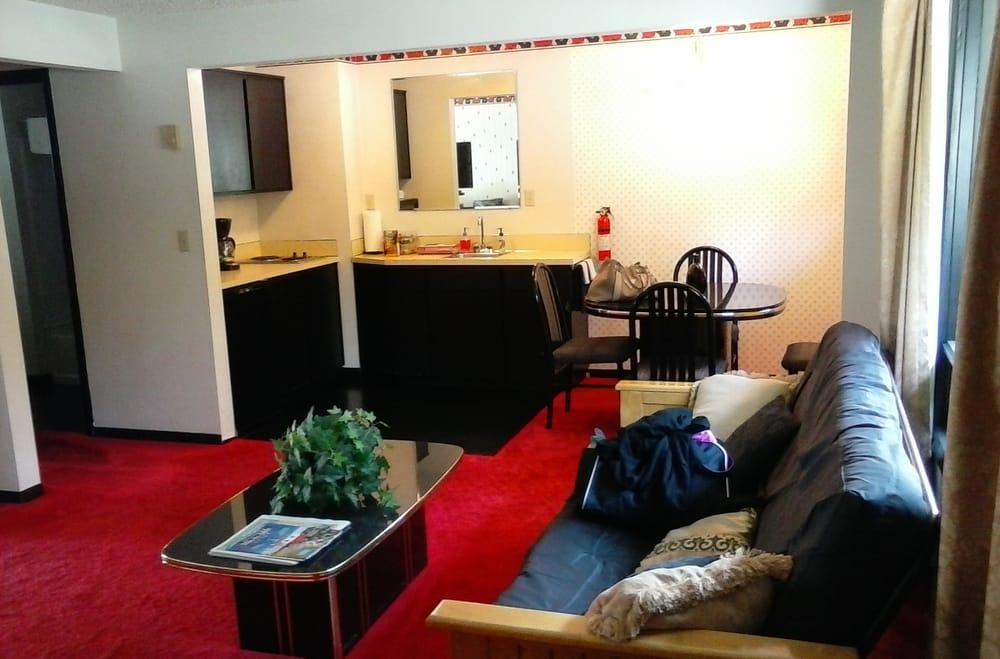 Woahink Lake Suites: 83693 Hwy 101, Florence, OR