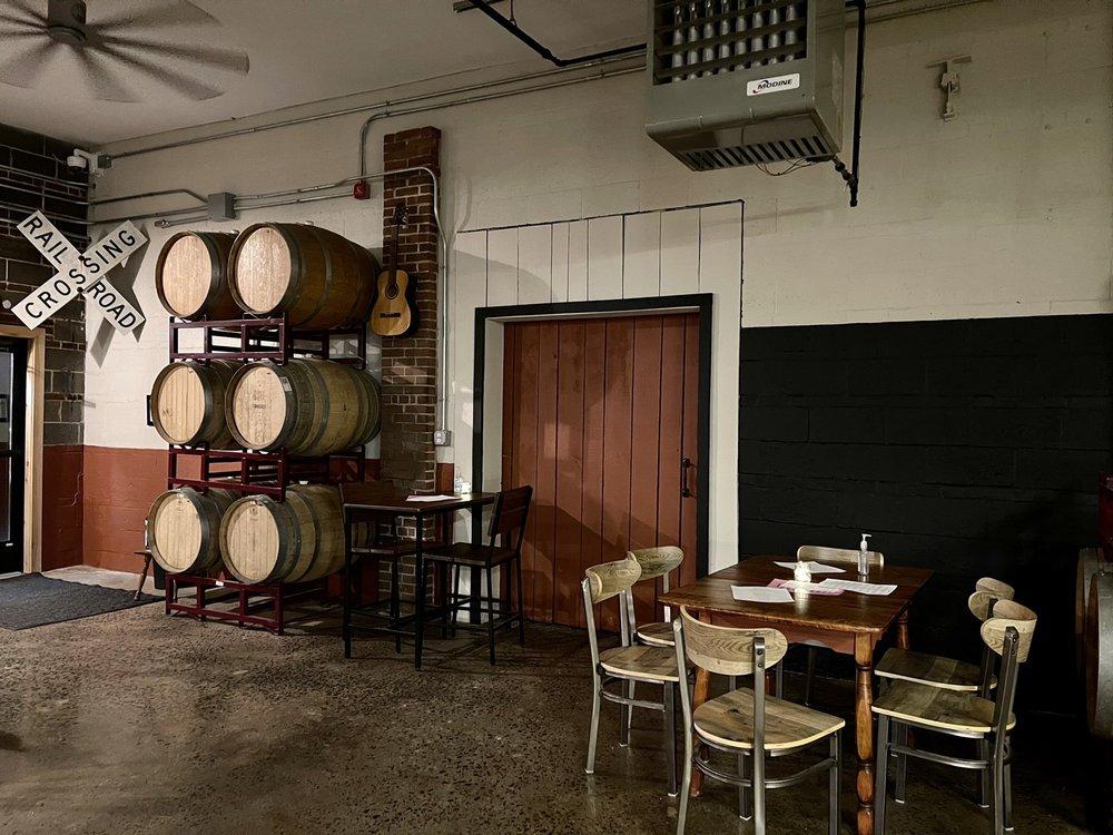 Coles Road Brewery: 817 Farmington Ave, Berlin, CT