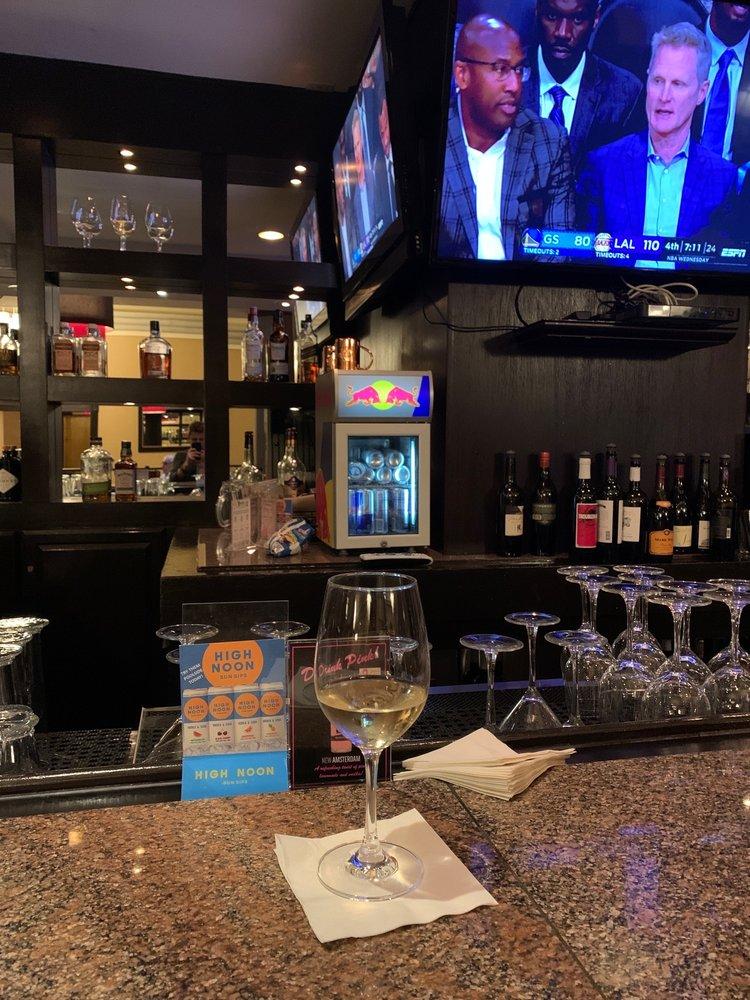 Lobby Bar at the Doubletree Modesto: 1150 9th St, Modesto, CA