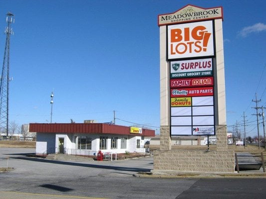 Meadowbrook Shopping Center: 910 W Lincoln Hwy, New Haven, IN