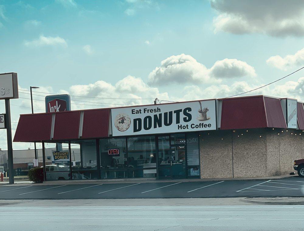 Daylight Donuts: 14940 Webb Chapel Rd, Farmers Branch, TX