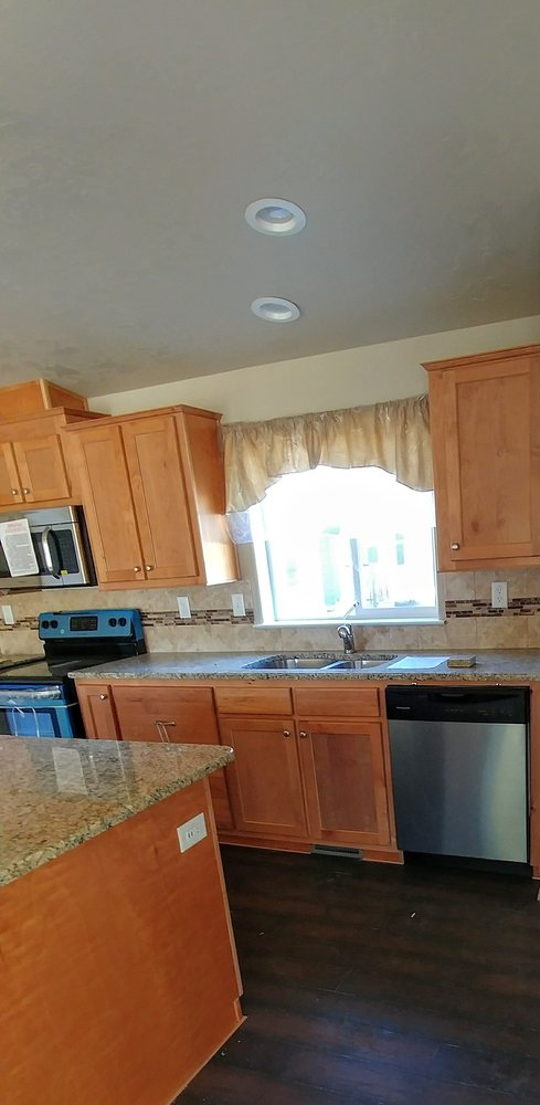 Our Gorgeous Kitchen With Oak Cabinets Granite Counters And