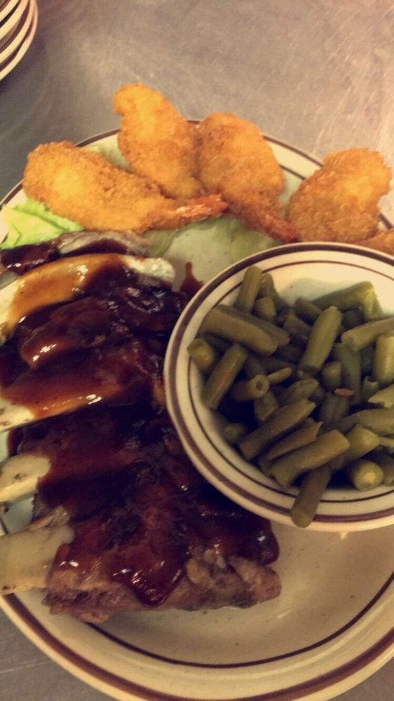 Ariana's Cafe: 213 S College Ave, Aledo, IL