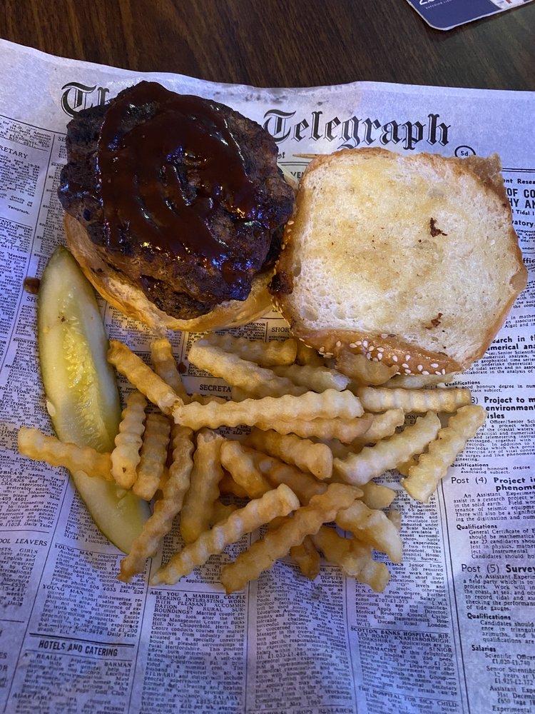 Wellington's Pub & Grill: 1429 W Service Dr, Winona, MN
