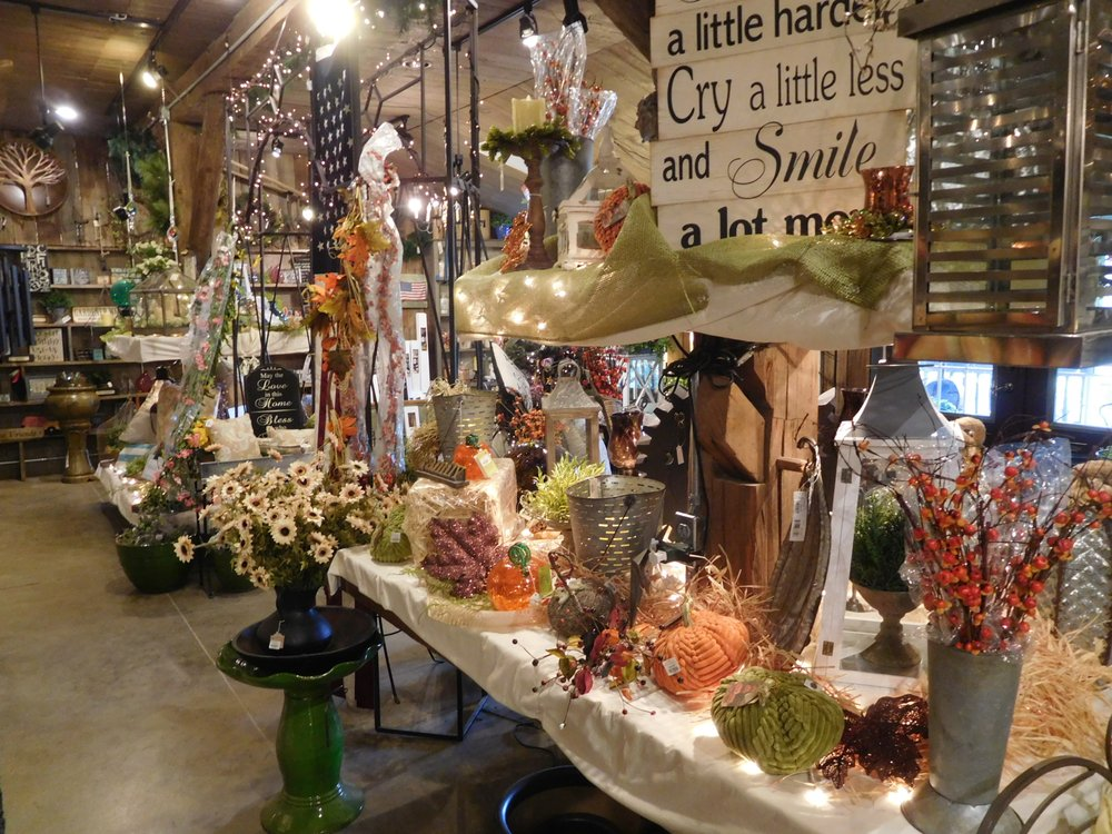 Wade Gardens Landscaping & Gift Shop: 3360 Possum Run Rd, Mansfield, OH
