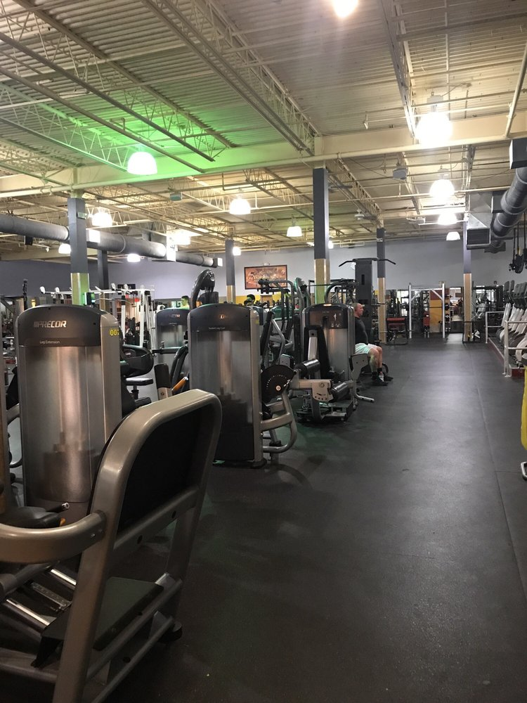 residential golds gym - 750×1000