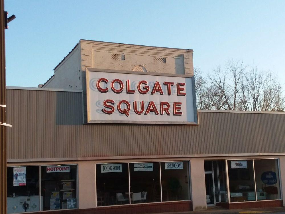 Colgate Square: 211 E Sycamore St, Chase City, VA