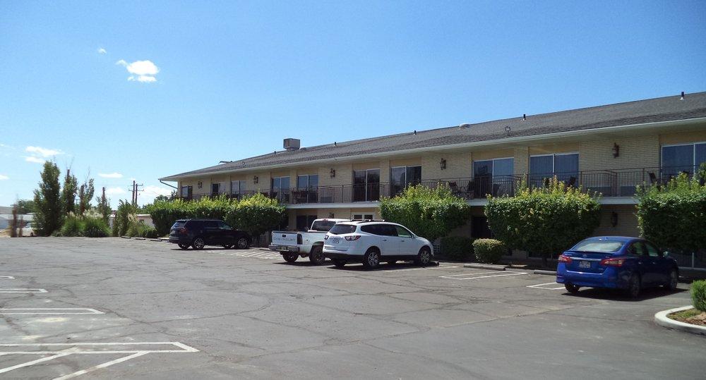 River Terrace Inn: 1740 E Main St, Green River, UT