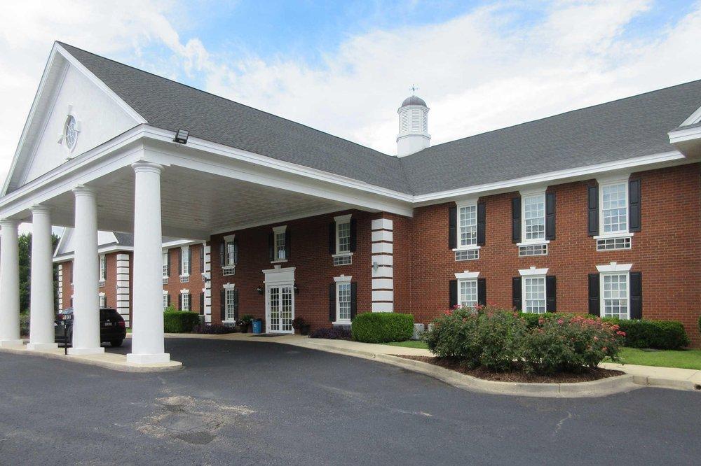 Quality Inn & Suites: 702 Augusta Rd, Edgefield, SC