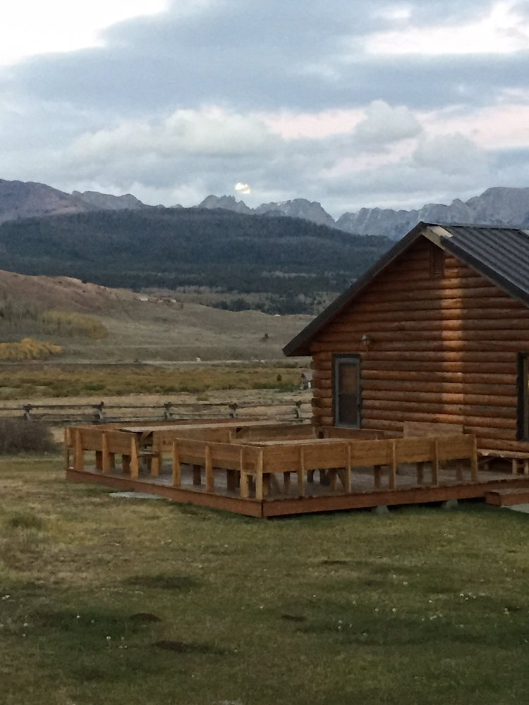 Kendall Valley Lodge: 125 Rock Creek Rd, Cora, WY