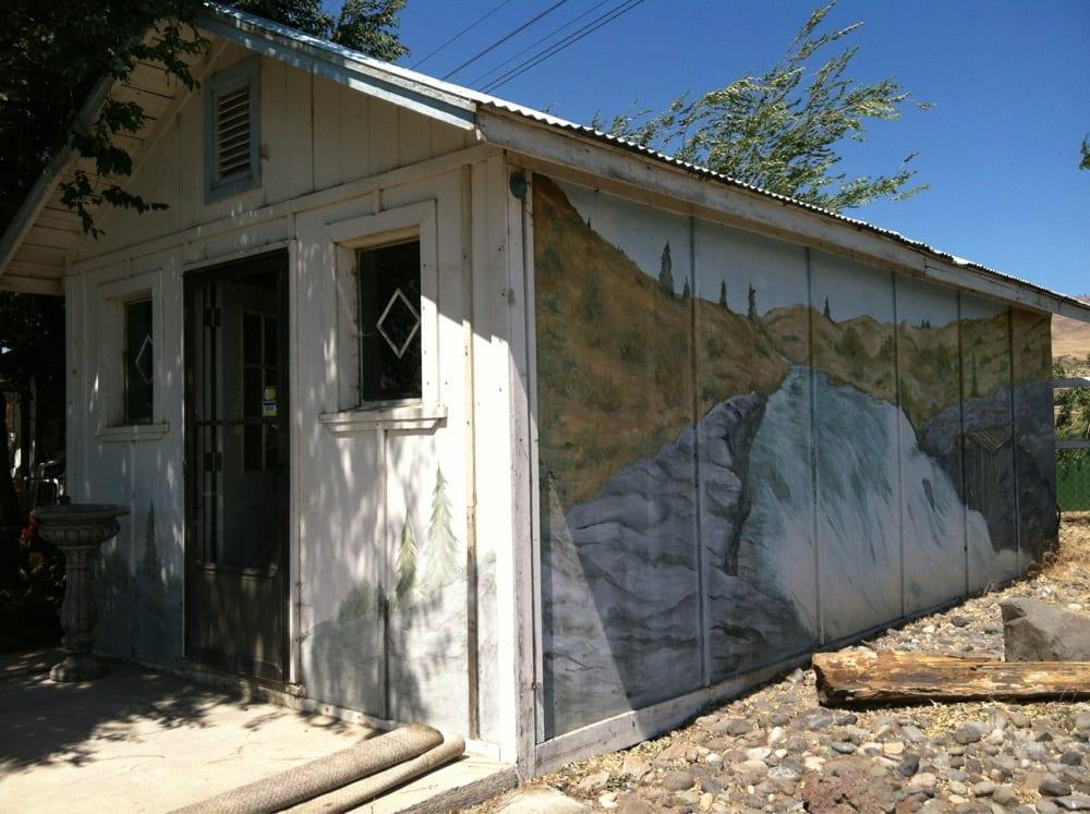Gilmore Fish Smokehouse: Dallesport, WA