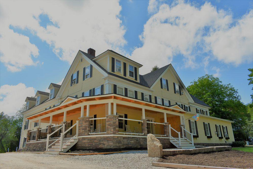 Isaac Merrill House Inn: 720 Kearsarge Rd, North Conway, NH