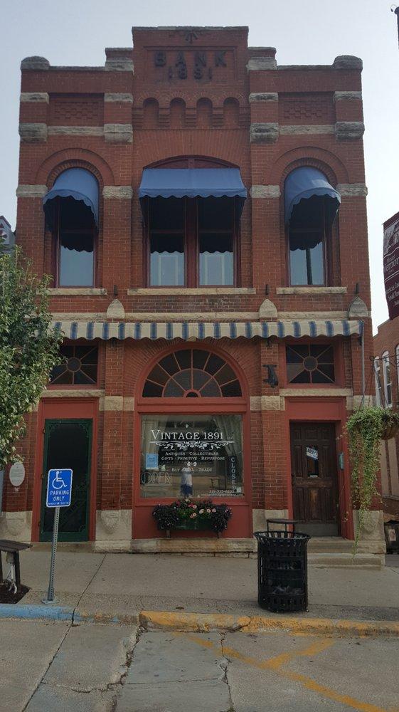 Vintage 1891: 113 1st St NW, Mount Vernon, IA