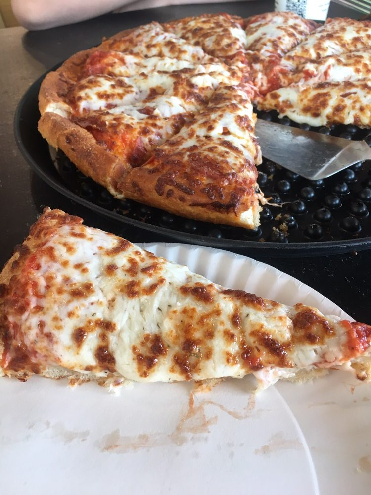 Buttercrust Pizza: 2015 Rt 66, Moriarty, NM