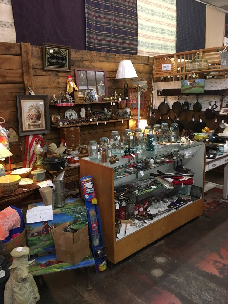 Hickory Tree Antique Mall: 623 S Oakwood Ave, Beckley, WV